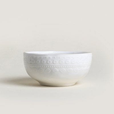 BOWL DE PORCELANA BLANCA LABRADA BORDE DORADO 15.3*7.3CM   660ML