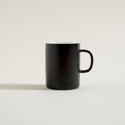 MUG NEGRO SATINADO DE ASA RECTA 380 ML
