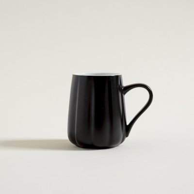 MUG CONICO FACETADO NEGRO INTERIOR BLANCO 420 ML