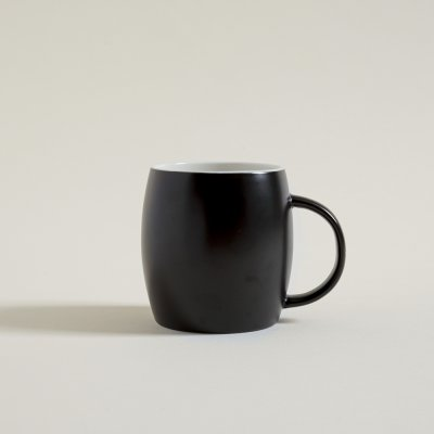 MUG BOMBRE NEGRO  INTERIOR BLANCO 400 ML