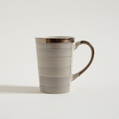 JARRO MUG STRIPES BEIGE CON BORDE Y MANIJA DORADAS 415 ML