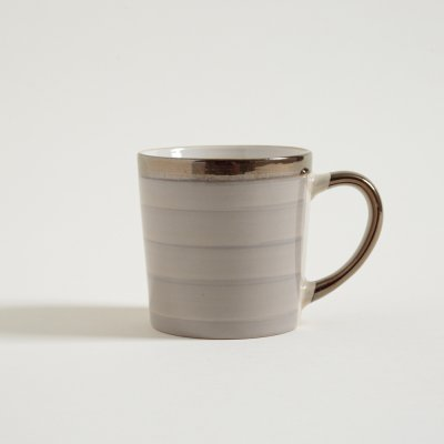 JARRO MUG STRIPES BEIGE CON BORDE Y MANIJA DORADAS 350 ML
